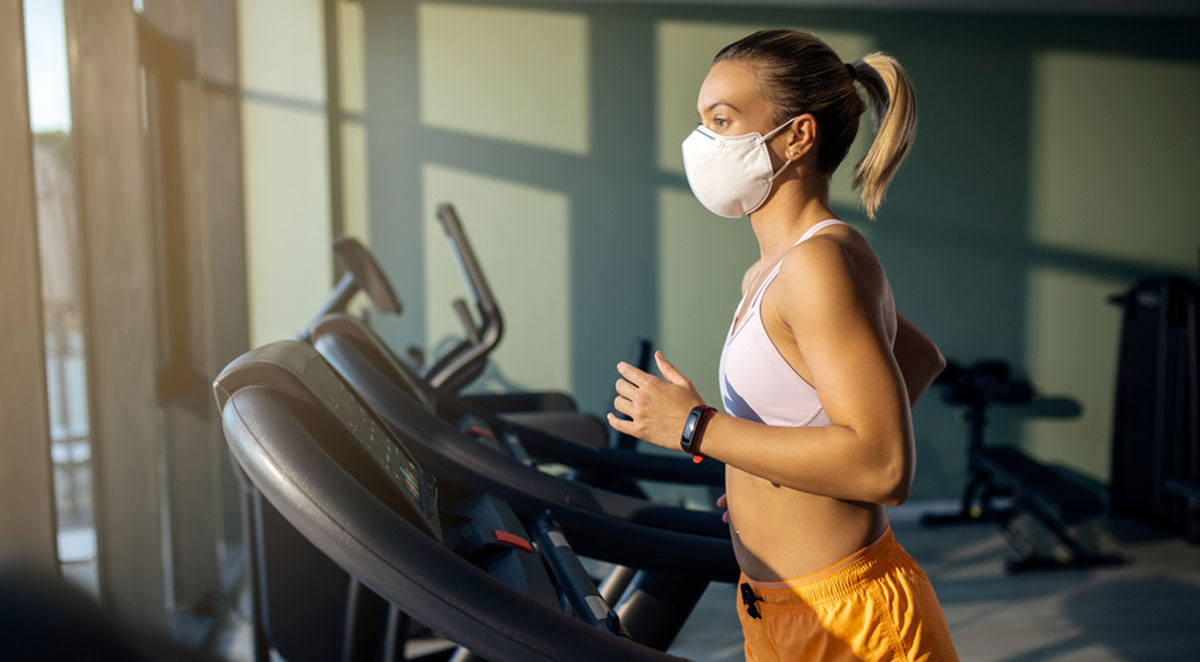 FFP2 Maske Frau Fitness